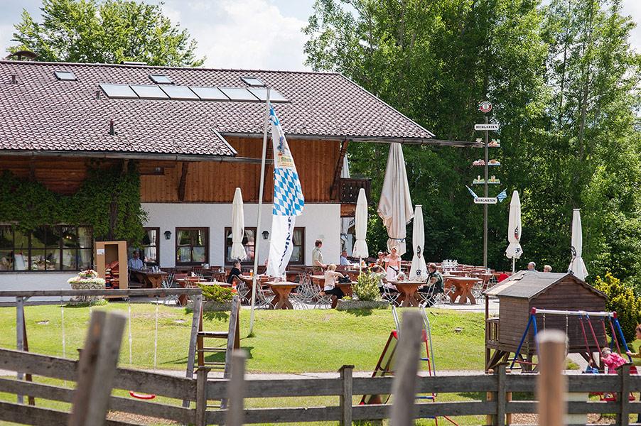 Berggsthof-Almhuette-Windbeutelalm-Garmisch-Partenkirchen-Terrasse002.jpg